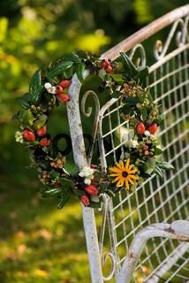 Herbstlicher Kranz mit Beeren