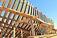 Schiffsskelett aus Holz.jpg