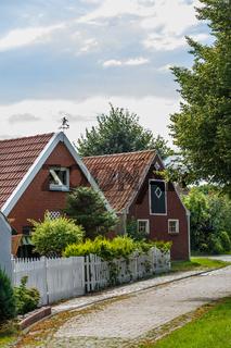 Häuser am Ortseingang von Rysum in Ostfriesland