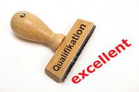 excellente Qualifikation und Beurteilung markiert auf Holzstempel