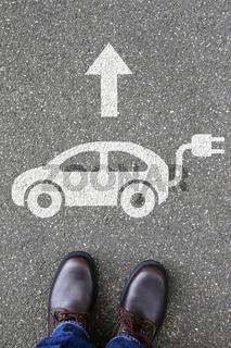 Mann Mensch Elektro Auto Elektroauto Fahrzeug Verkehr Umwelt umweltfreundlich