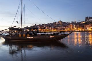 Rabelo Boote, Portweinboote auf dem Rio Douro bei Nacht, Fluss Douro, Porto, Portugal, Europa