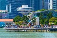 People Merlion fountain statue Singapore