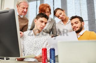 Designer Start-Up Team arbeitet zusammen