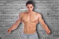 Muskeln anspannen posen Bodybuilder Bodybuilding Mann stark muskulös