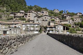 Das Städtchen Jaujac in der Ardeche, Südfrankreich