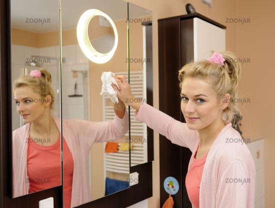 Как помыть зеркало в домашних условиях