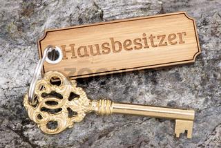 Hausschlüssel und Wohnungsschlüssel am Schlüsselanhänger