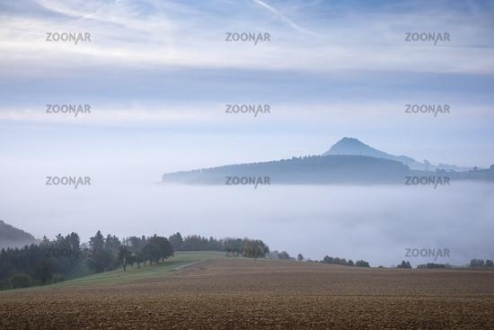 Vulkanlandschaft Hegau im Nebel