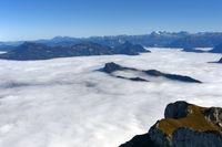Bürgenstock im herbstlichen Nebelmeer über dem Vierwaldstädter See, Schweiz