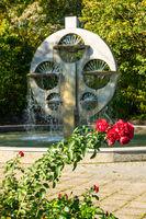 Blick auf einen Brunnen in Rostock