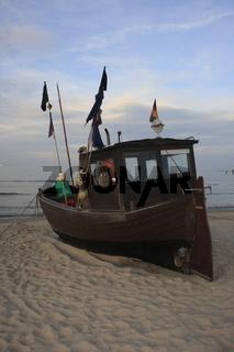 Fischerboot am Ostseestrand von Ahlbeck