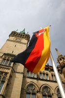 Deutschlandflagge vor Braunschweiger Rathaus