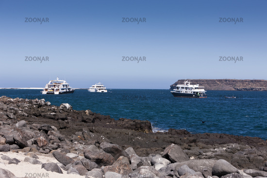 Tauch-Kreuzfahrtschiffe vor Anker, Galapagos, Ecuador