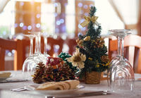 Table setting with Christmas decorations in a restaurant.