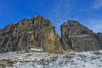 Schutzhütte Rifugio Auronzo am Südfuss der Drei Zinnen