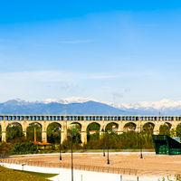 Automotive and railway aqueduct