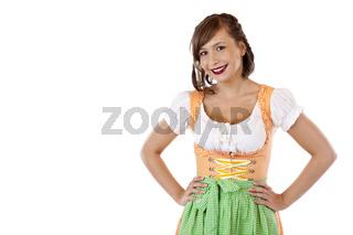 Junge, selbstbewußte, bayerische Frau im Oktoberfest Dirndl