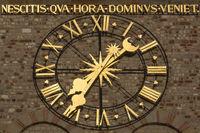 Uhr am Trierer Dom