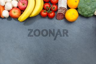 Obst und Gemüse Sammlung Lebensmittel Früchte essen Schieferplatte Textfreiraum von oben