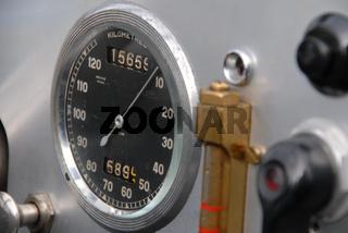 Alter Tachometer