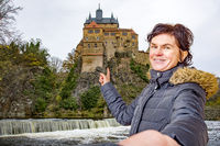 Woman points to the castle Kriebstein