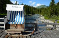 Lech am Arlberg mit Strandkorb geschmueckt