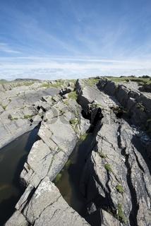 Aufragende Schieferplatten in der Bucht von Saligo, Isle of Islay