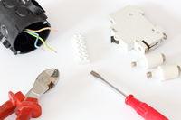 Sicherungen und Elektromaterial