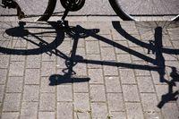 Fahrrad wirft Schatten