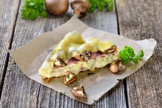 Schinken-Käse-Toast mit Champignons