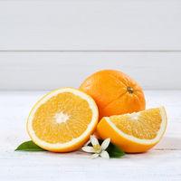 Frische Orangen Orange Frucht Früchte Quadrat Textfreiraum Holzbrett