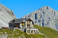 Carschinahütte, hinten Gipfel Wiss Platte, Rätikon, St. Antönien, Prättigau, Graubünden, Schweiz