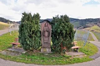 St. Urban-Denkmal Schutzpatron der Winzer in Bühlertal im Schwarzwald.jpg