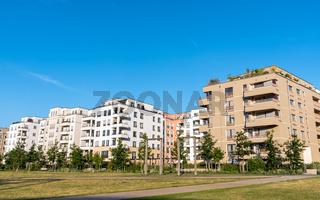 Neubaugebiet mit modernen Mehrfamilienhäusern in Berlin