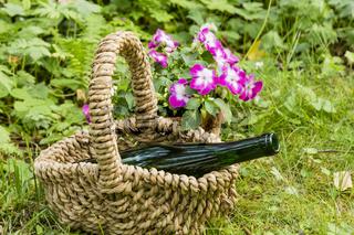 Stillleben mit Weinflasche im Garten, still life with wine bottle in a garden