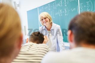 Lehrerin im Mathematik Workshop