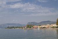 Promenade und Hafen in Bardolino