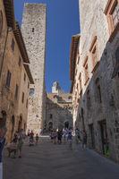 Gasse von San Gimignano, Stadt und Turmhaus des Mittelalters , Toskana, Italien