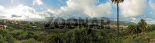 Panorama von Gran Canaria mit Landschaft und Häusern