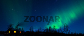 nordlicht aurora borealis ueber einer huette, stora sjoefallet national park, welterbe laponia, lappland, norrbotten, schweden, northern lights above cabin, lapland, sweden