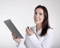 Geschäftsfrau mit digital tablet und Lippenstift