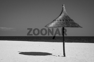 einsamer Sonnenschirm, lonely sunshade