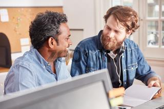 Business Kollegen arbeiten in Teamwork