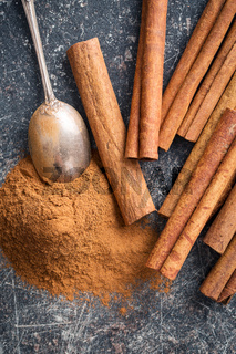 Cinnamon sticks and ground cinnamon.