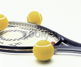 Tenis racquet and balls