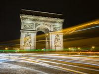 Nachtaufnahme des Arc de Triumph, Paris, Frankreich