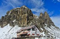 Dreizinnenhütte vor dem Sextener Stein und Toblinger Knoten, Südtirol, Trentino-Alto Adige, Italien