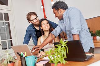 Startup Team in einer Computer Schulung