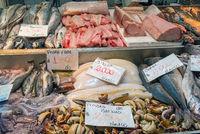 Frischer Fisch und Meeresfrüchte auf einem Markt in Santiago